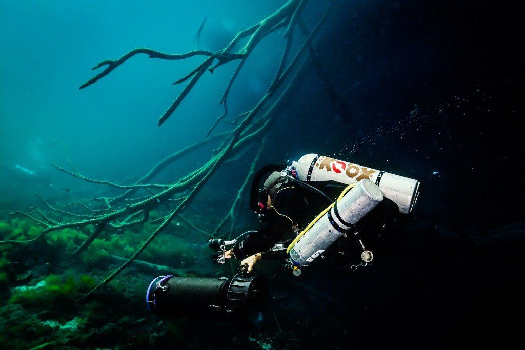 Carwash cenote deep diving